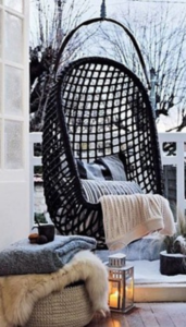 siège cocooning sur une terrasse