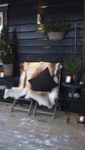 siège peau de bête sur terrasse